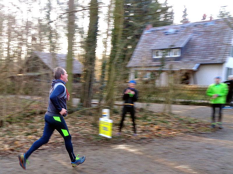 David schwebt über die Ziellinie